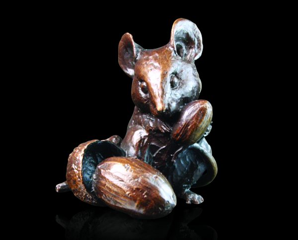 735 Mouse with Acorns